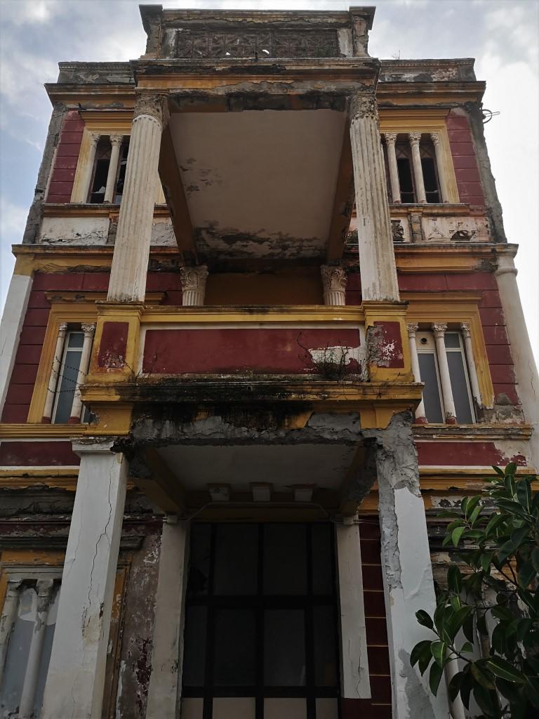 Terme Puteolane: hotel termale abbandonato a Pozzuoli